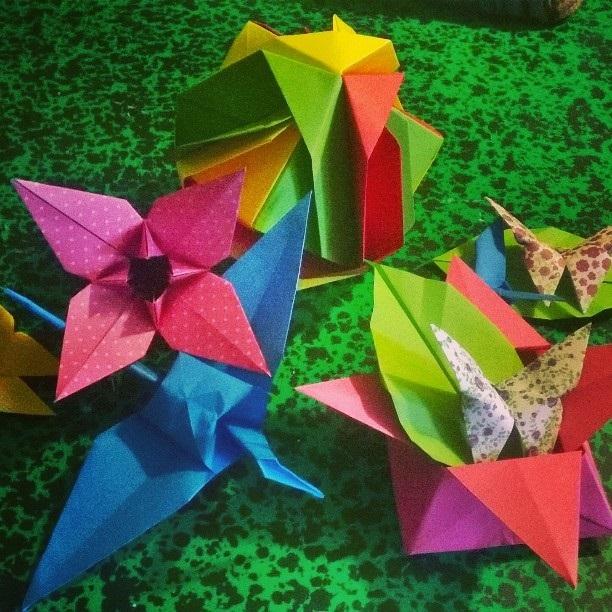 Atelier bouts d'papiers bouts d'ficelles (création d'un mobile grâce à l'art de l'Origami)